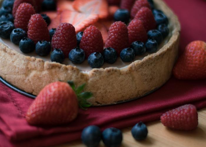 Crostata de nutella con frutos rojos